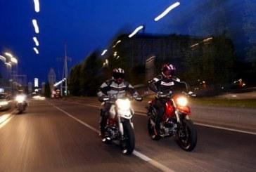 Kinh nghiệm lái xe máy an toàn ban đêm